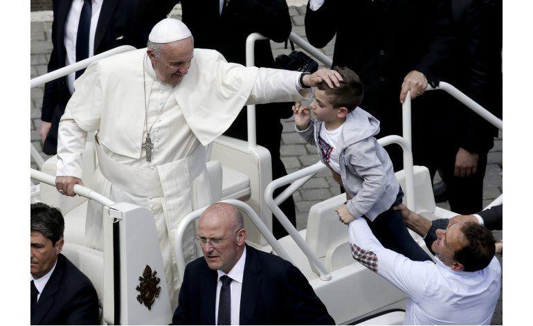 Vaticano contempla posible viaje del papa a Grecia