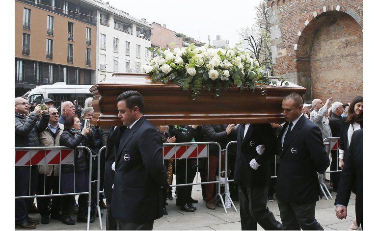 Leyendas del Milan recuerdan a Cesare Maldini en funeral