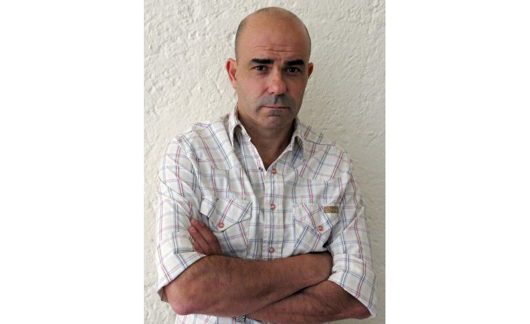 Escritor argentino Eduardo Sacheri gana Premio Alfaguara