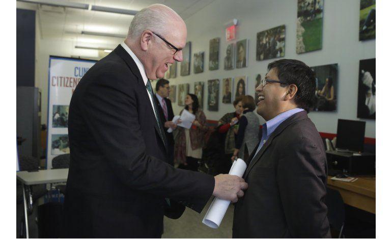 Tras dos años en su país, mexicano logra regresar a EEUU