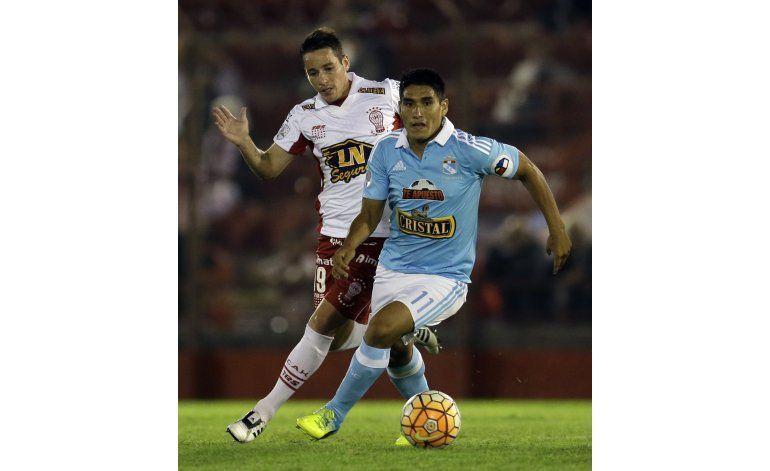 Huracán derrota 4-2 a Cristal y es segundo en el Grupo 4