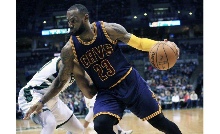 Smith anota 21 puntos en triunfo de Cavaliers ante Bucks
