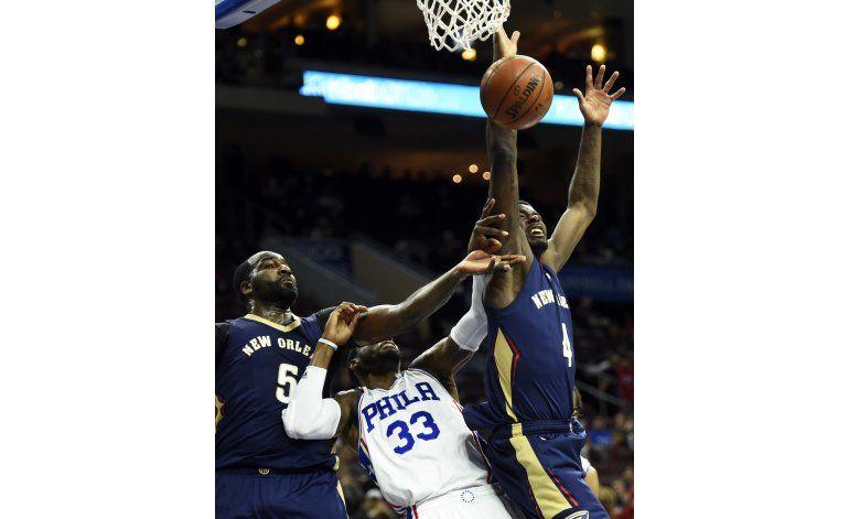 76ers vencen a Pelicans y se libran de récord indeseable