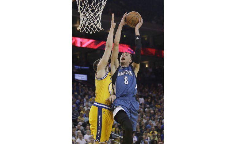 Timberwolves sorprenden a Warriors en el tiempo extra