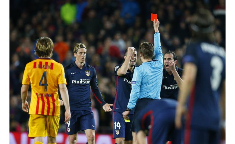 Atlético furioso, siente que árbitro favoreció a Barcelona