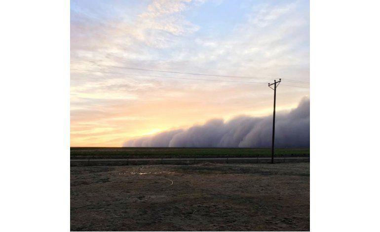 Gran tormenta de arena cubre la planicie de Texas