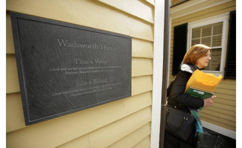 Harvard: Develan placa en honor a esclavos del lugar