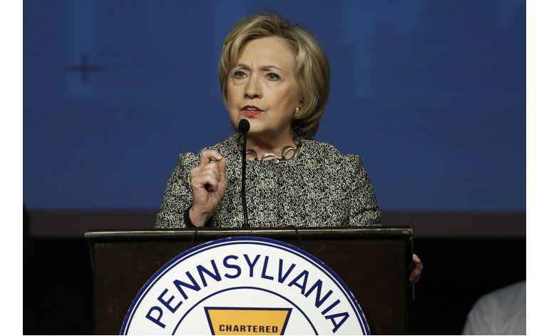 Clinton golpea a Sanders con tema de control de armas