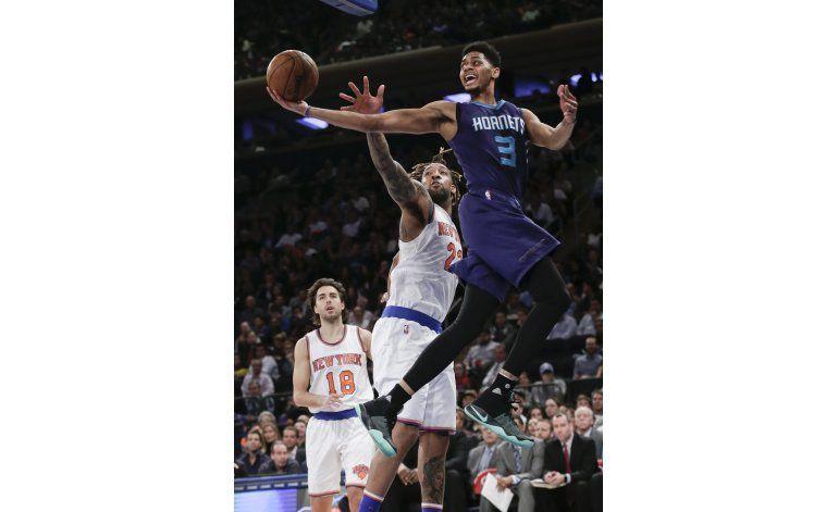 Walker y Jefferson lideran victoria de Hornets sobre Knicks