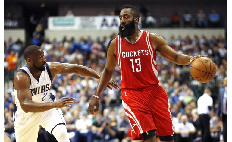 Mavericks ganan a Rockets 88-86, siguen sobre Utah, Houston