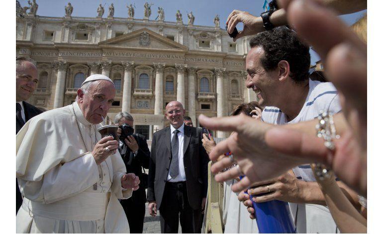 El papa visitará isla en Grecia para reunirse con refugiados