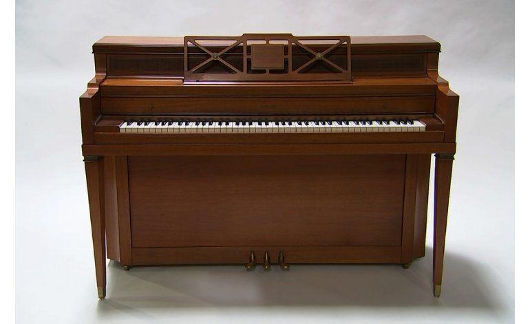 Subastarán piano de la infancia de Lady Gaga