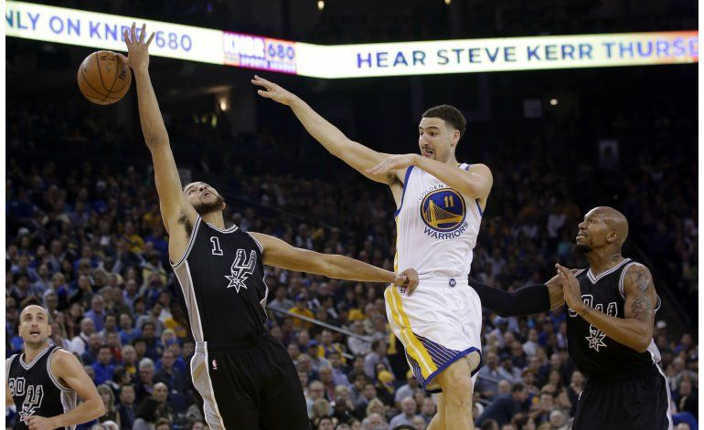 Warriors suman su 70ma victoria a costa de los Spurs