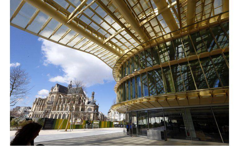 Aumenta turismo a Francia a pesar de ataques