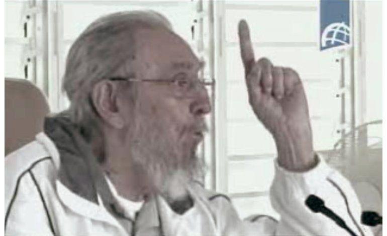 Fidel Castro aparece sorpresivamente en escuela de niños