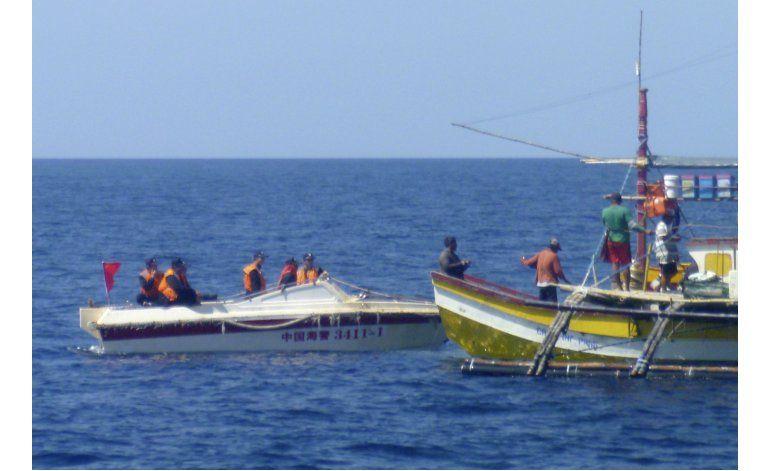Solo en AP: La tensa pesca en aguas en disputa