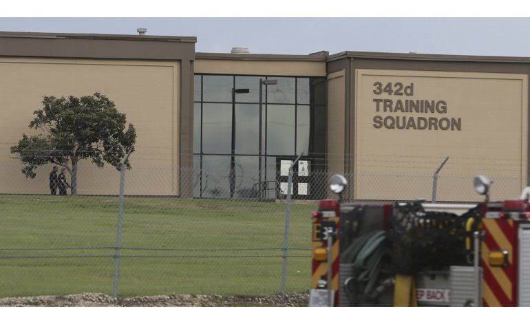 Tiroteo en base de la Fuerza Aérea en Texas; dos muertos