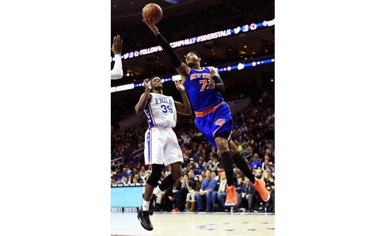 Anthony y Knicks vencen a 76ers en duelo de colistas