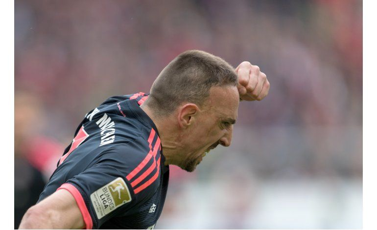 Bayern vence 3-1 a Stuttgart y se aleja en la Bundesliga