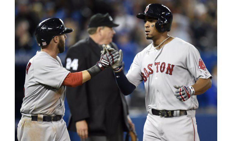 Pedroia batea 3 hits, Boston vence a Toronto