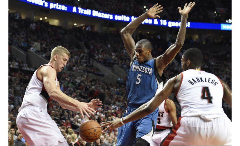 Timberwolves aguantan, ganan a Portland en frenético final