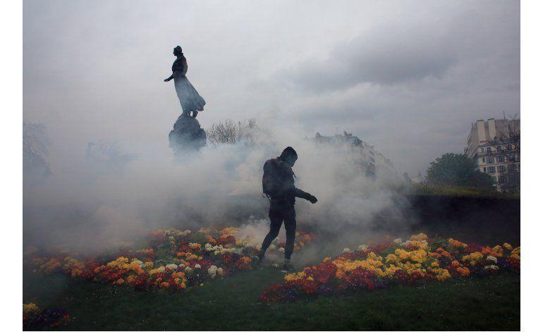 Ocho detenidos en París tras protestas violentas