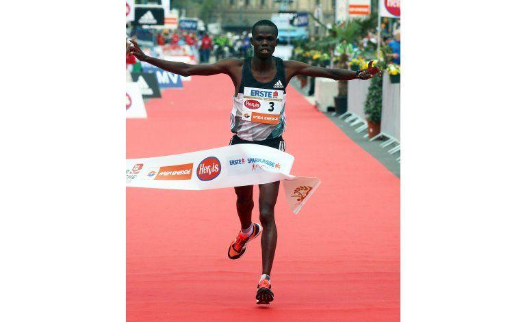 Robert Chemosin de Kenia gana el maratón de Viena