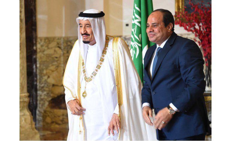 Rey saudí pronuncia discurso ante parlamento egipcio