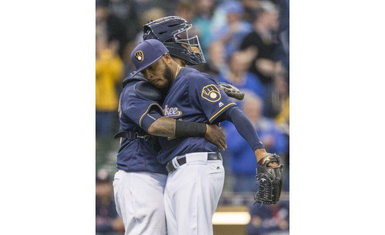 Keuchel sufre al comienzo; Cerveceros superan  a Astros