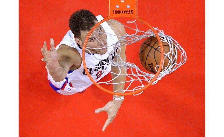 Clippers vencen a Mavs; hilan 5to triunfo seguido