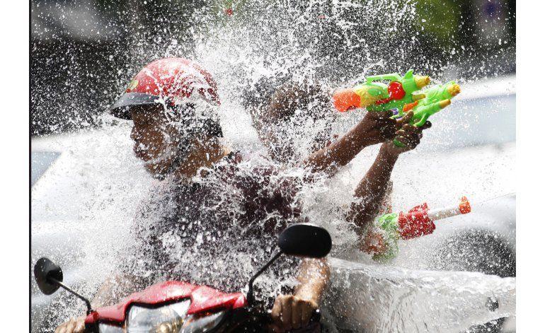 Olviden la sequía, llega la guerra de agua en Tailandia
