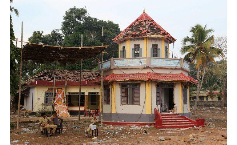 Buscan a sospechosos por incendio en India con 110 muertos