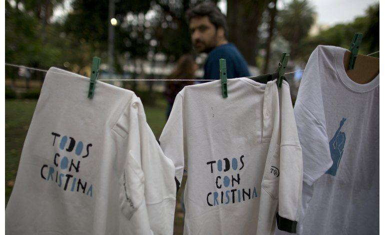 Fernández vuelve a Buenos Aires para enfrentar a la justicia