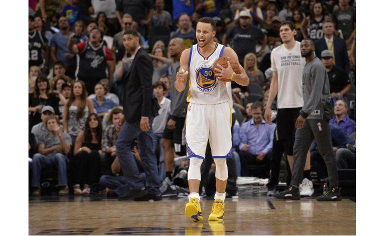 Curry busca marcar diferencia dentro y fuera de la cancha