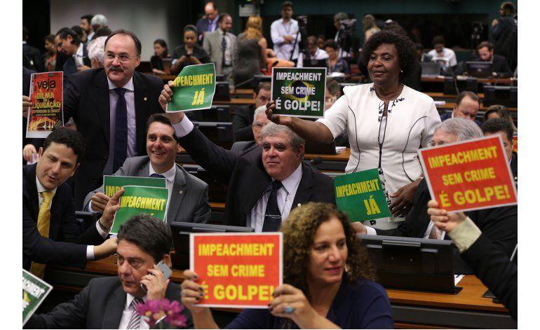 Comisión legislativa recomienda juicio político a Rousseff