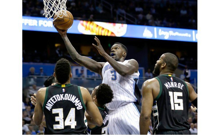 Magic vencen 107-98 a Bucks