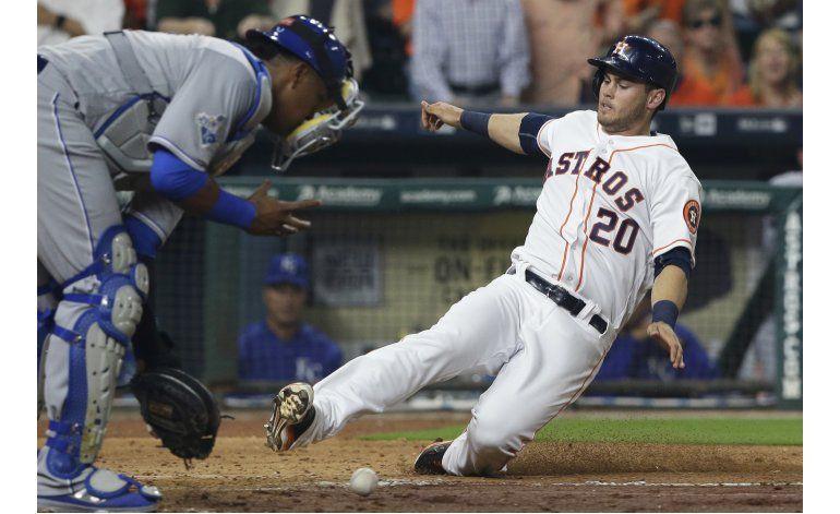 Astros debutan en casa y doblegan a Reales