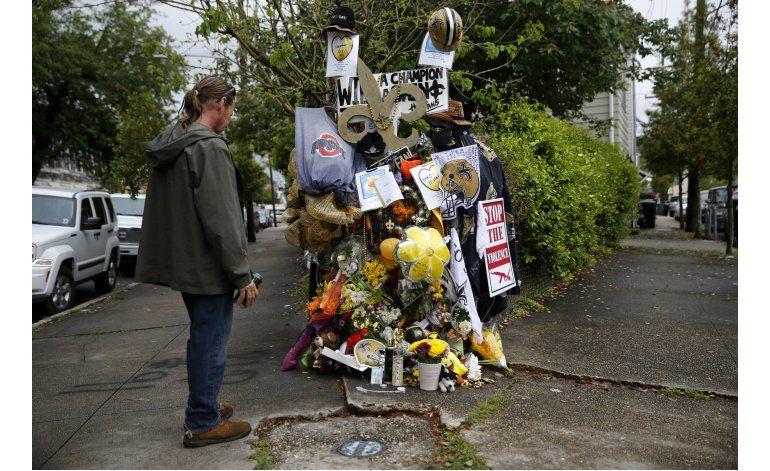 Policía: ex astro de Saints llevaba arma cuando lo mataron