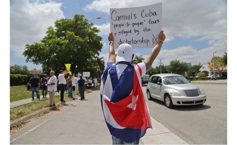 Demandan a Carnival por no llevar a cubanos a la isla