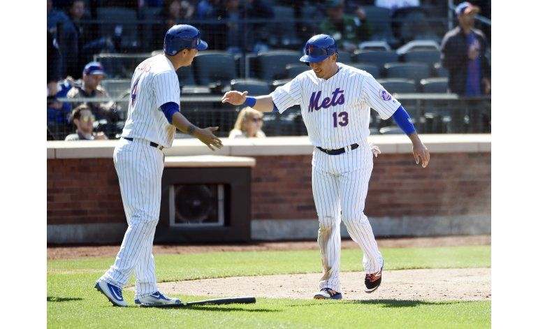 Flores y Cabrera anotan carreras en triunfo de Mets