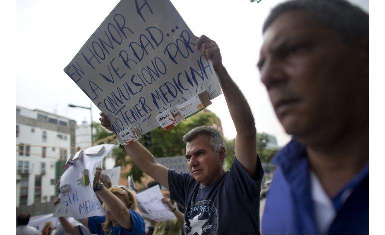 Protesta en Caracas por severa escasez de medicinas