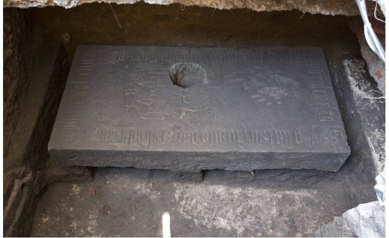 México: Hallan lápida en presunto templo azteca