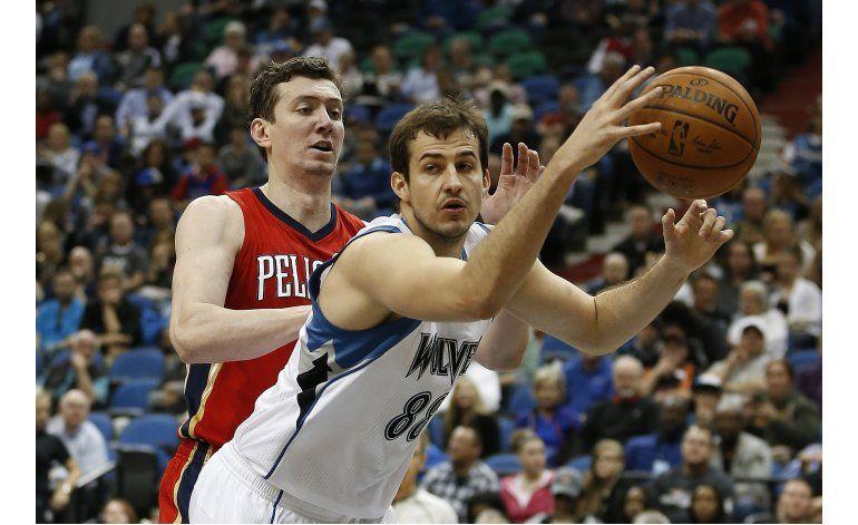 Timberwolves aplastan a Pelicans en último juego de Mitchell
