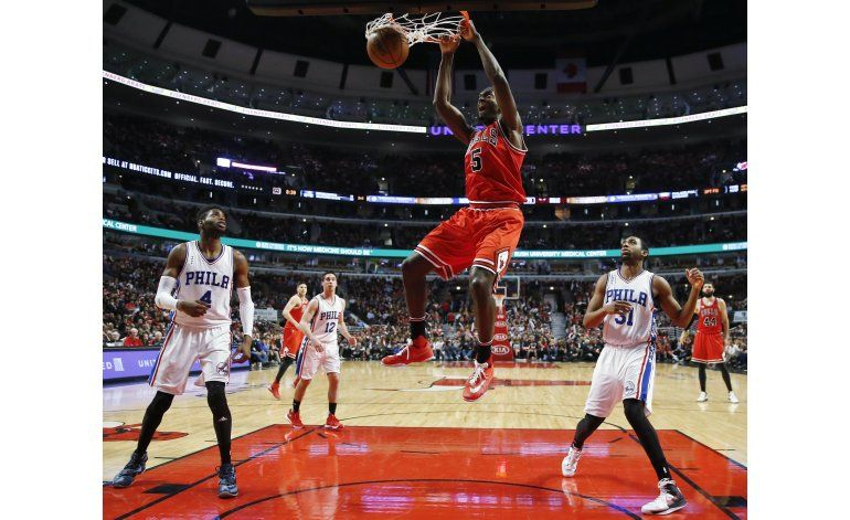 Bulls remonta y vence a 76ers