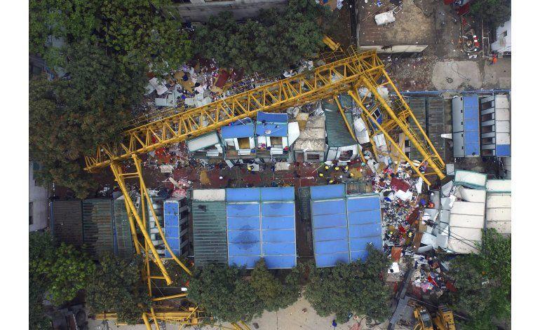 Mueren 18 tras caer una grúa en el sur de China