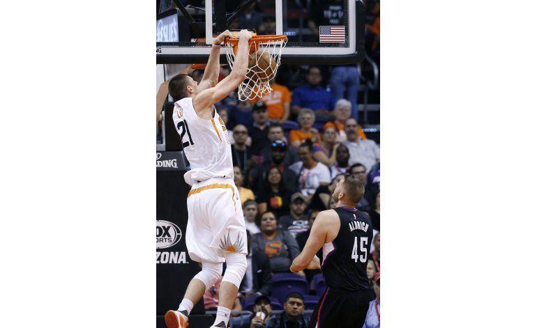 Suns ganan a reservas de Clippers con 22 puntos de Teletovic