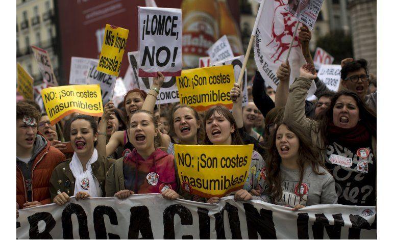 Estudiantes en España protestan contra ley de educación