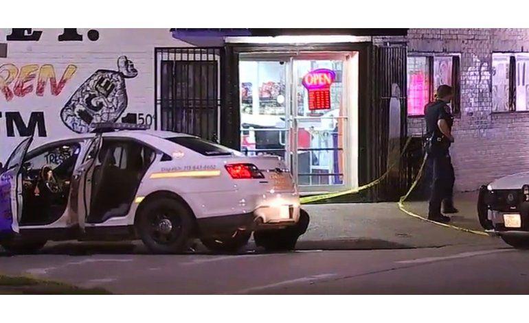 Policía en Houston recibe cuatro disparos por la espalda
