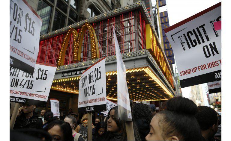 Protestas ante McDonalds demandan aumentos salariales