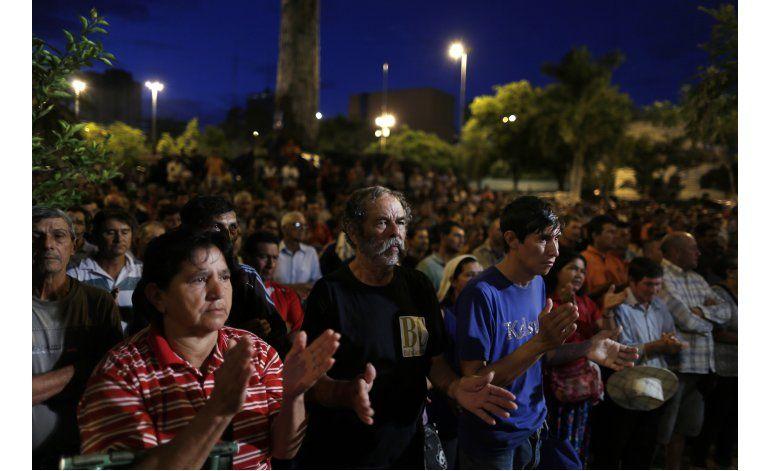 Paraguay: Campesinos resisten protesta con una olla común